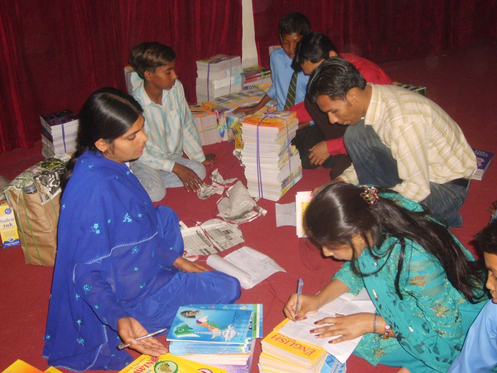 tl_files/Asian Care/receiving school books.JPG