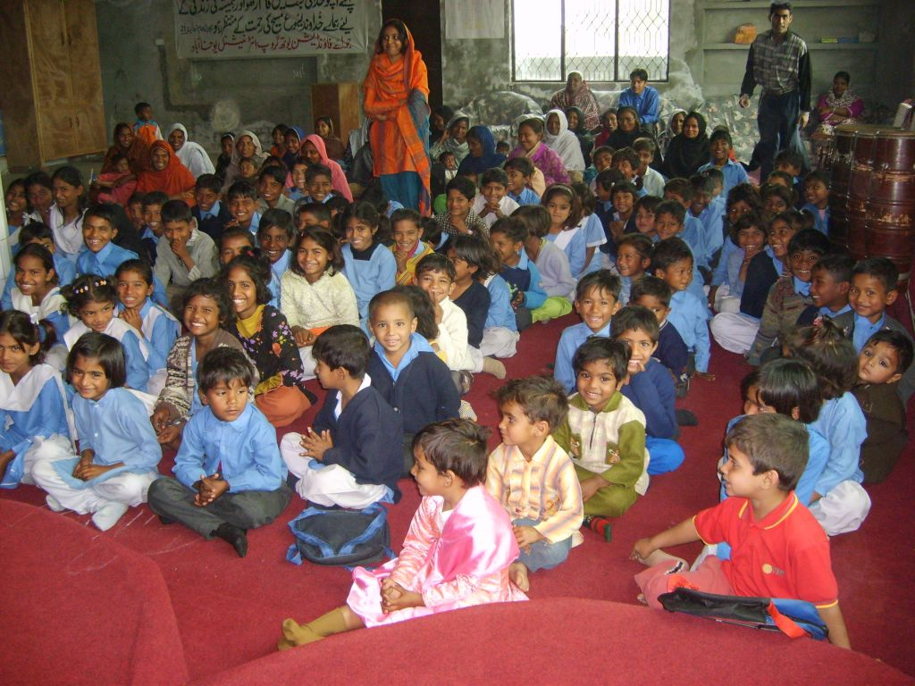 tl_files/Asian Care/school class pakistan.JPG